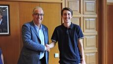 Ignasi Serrano felicitat per l'alcalde, Jordi Mir